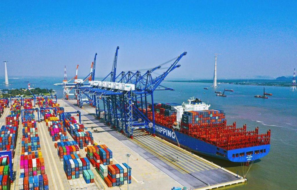 Việt Nam có nhiều cảng biển